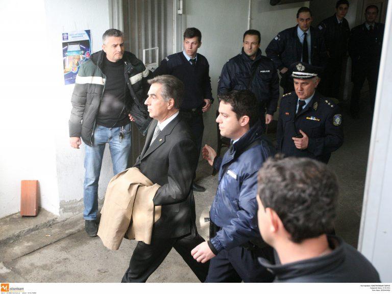 Ο Παπαγεωργόπουλος οδηγείται στις φυλακές – ΦΩΤΟΡΕΠΟΡΤΑΖ | Newsit.gr