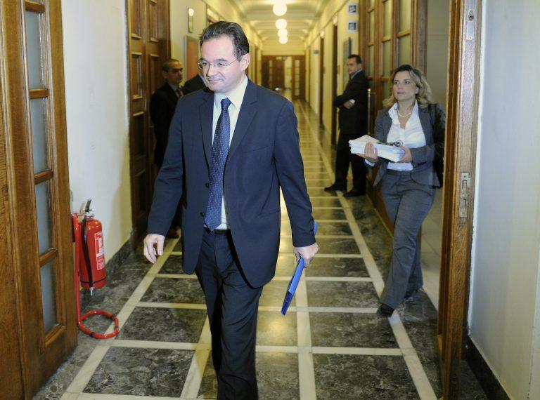 Ενημερώθηκαν τα κόμματα για τα μέτρα 22 δισ. έως το 2015 | Newsit.gr