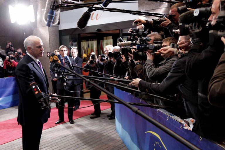 Οι Γερμανοί βραβεύουν τον Γ. Παπανδρέου επειδή δεν πτώχευσε η Ελλάδα | Newsit.gr