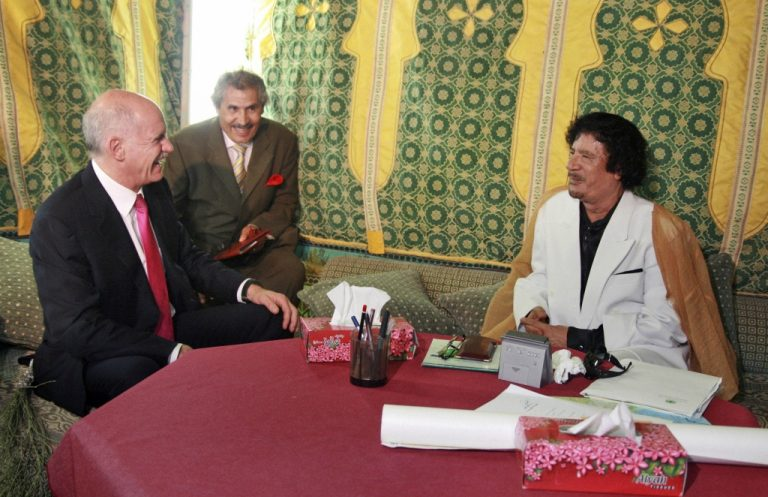 Ψάχνουμε διέξοδο από την κρίση μέσω… Καντάφι | Newsit.gr