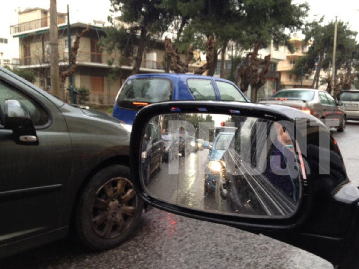 Βροχή και απεργία κάνουν δύσκολη τη ζωή των οδηγών – Μποτιλιάρισμα παντού | Newsit.gr