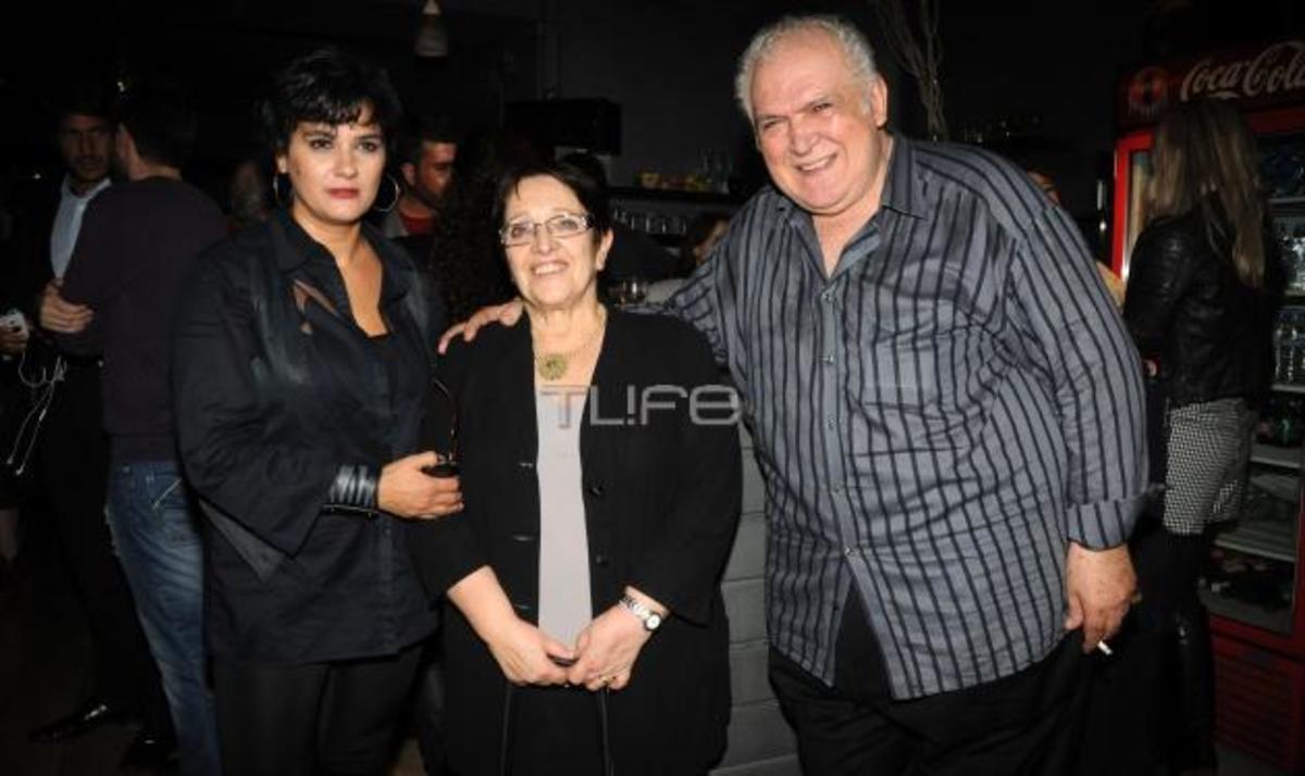 Όταν η Αλέκα Παπαρήγα πηγαίνει… θέατρο! Φωτογραφίες | Newsit.gr
