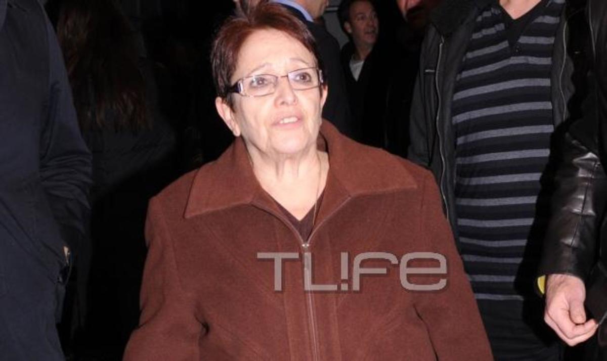 Η Αλέκα Παπαρήγα στο θέατρο! Φωτογραφίες   Newsit.gr