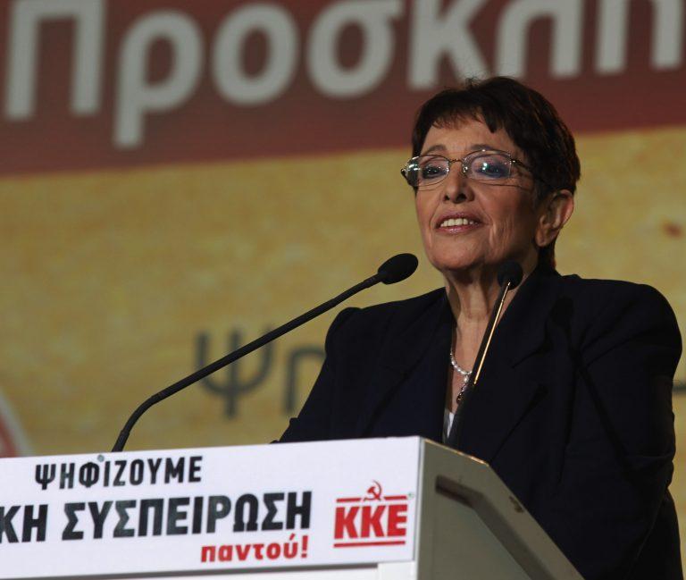 Α. Παπαρήγα: «Τρίβουν τα χέρια τους με τα πακετάκια» | Newsit.gr