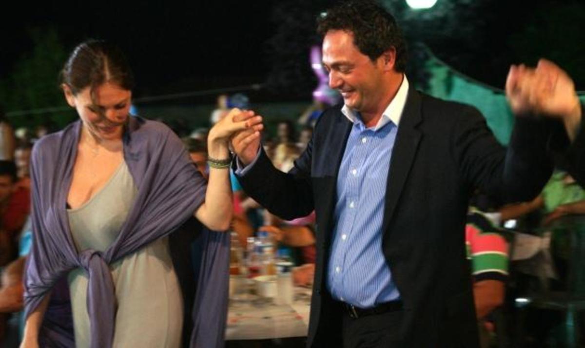 Θ. Παπαθωμά: Ξέφρενο γλέντι και χορός σε πανηγύρι στην Ηγουμενίτσα! Φωτογραφίες | Newsit.gr