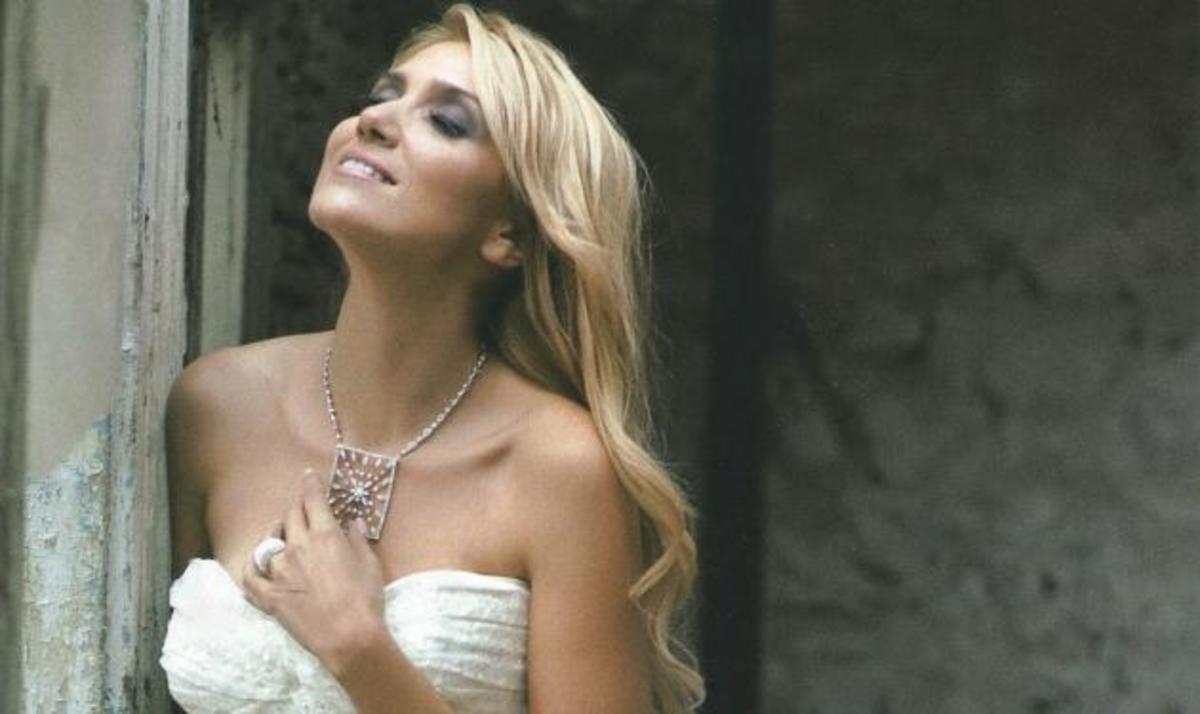 Ε. Παπαβασιλείου: Κάνει πρόβα νυφικού και μιλά για το γάμο των ονείρων της! Φωτογραφίες | Newsit.gr