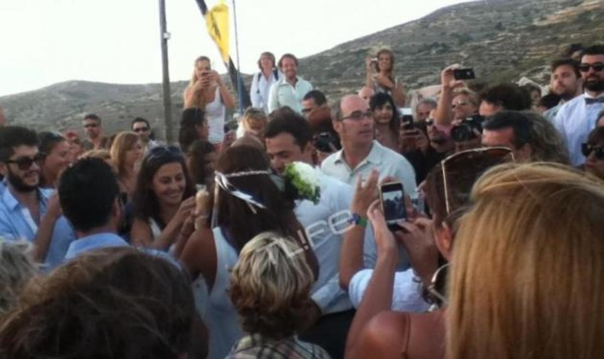 Όλο το νησί βρέθηκε στον γάμο της Κ. Παπουτσάκη και του Π. Πιλαφά! | Newsit.gr