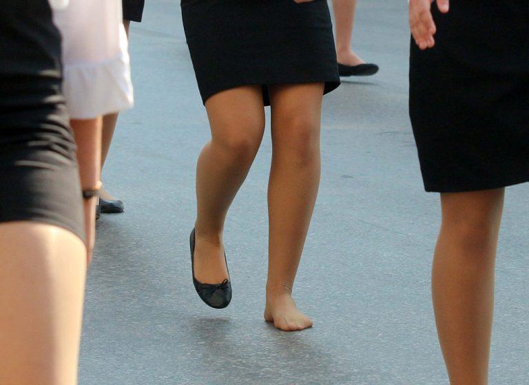 a2f2e30a2b1 Viral! Η μαθήτρια που παρέλασε χωρίς το ένα παπούτσι - Ειδήσεις