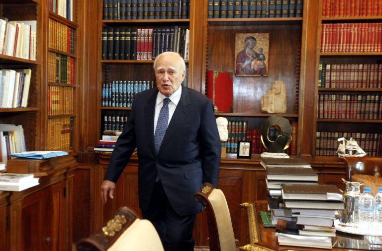 Επιστολή Παπούλια στον Ολάντ   Newsit.gr