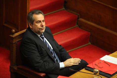 Πόσοι αστυνομικοί μπορούν να φυλάνε έναν υπουργό; Στην Ελλάδα μέχρι και 45! | Newsit.gr
