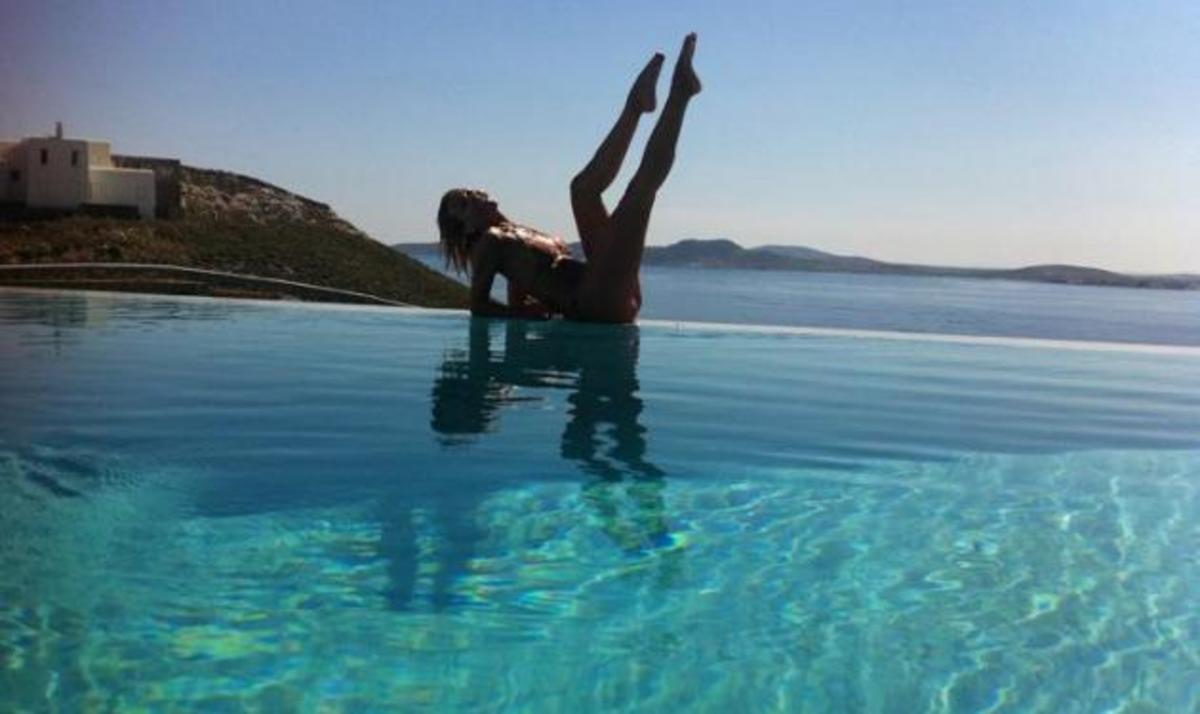 X. Παππά: Σέξι πόζες στη Μύκονο!   Newsit.gr