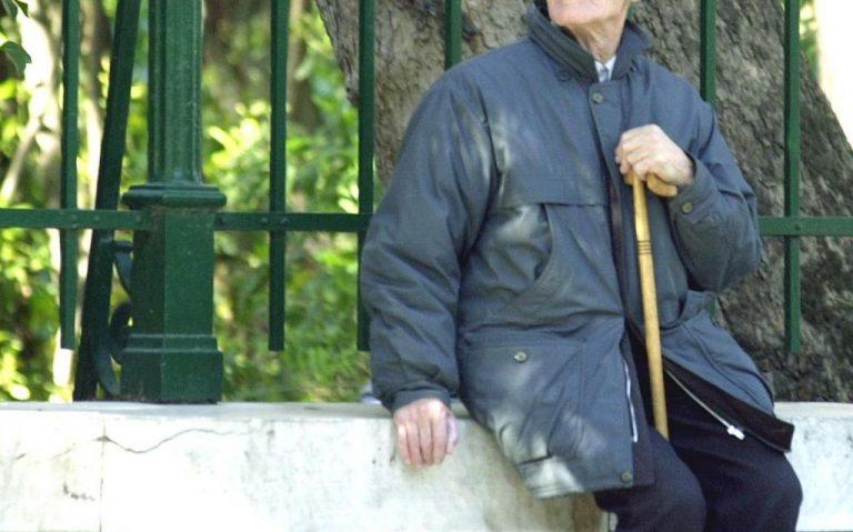 Βοιωτία: Με τη μαγκούρα στο τμήμα για χρέη στο Δημόσιο | Newsit.gr