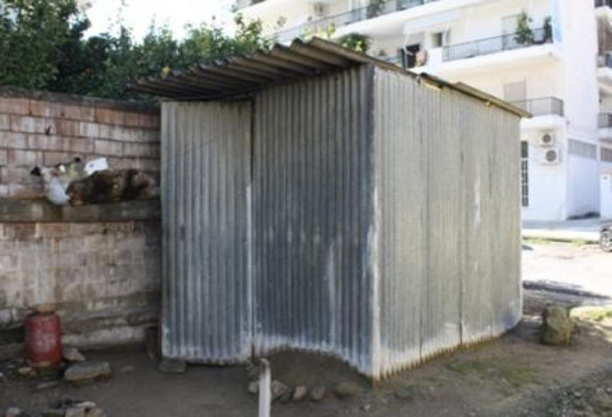 Πύργος: Zει σε τσίγκινο παράπηγμα εδώ και 20 χρόνια…   Newsit.gr