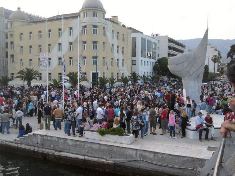 Πλήθος κόσμου στην παραλία του Βόλου | Newsit.gr