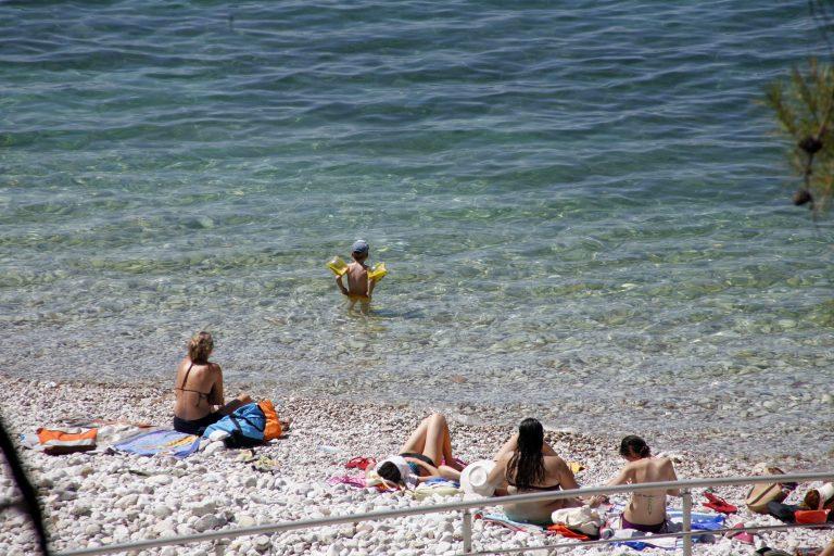 Τους έκλεβαν την ώρα που κολυμπούσαν | Newsit.gr