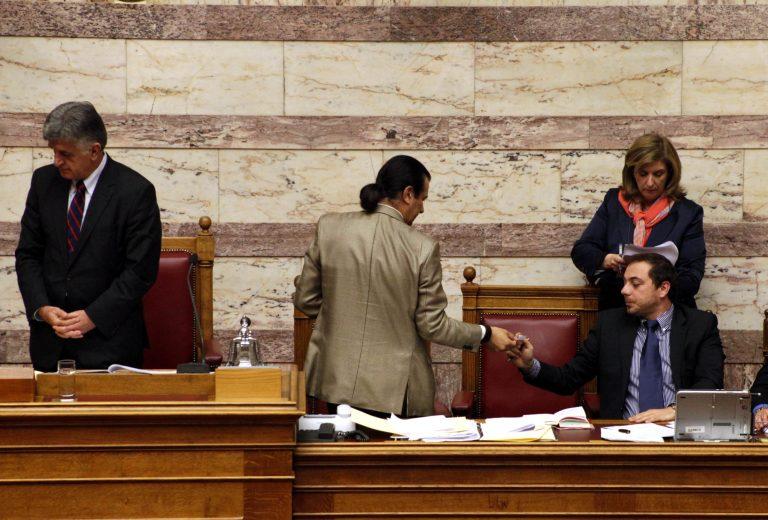 Φ. Παρασύρης: Καταγγέλλει προσπάθεια ανατροπής της κυβέρνησης – Κάνει λόγο για συμμορίες   Newsit.gr