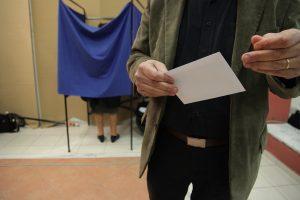 Δημοσκόπηση: Μπροστά η ΝΔ με διψήφια διαφορά – Εκπλήξεις και «αντιφάσεις» στα αποτελέσματα για την αξιολόγηση