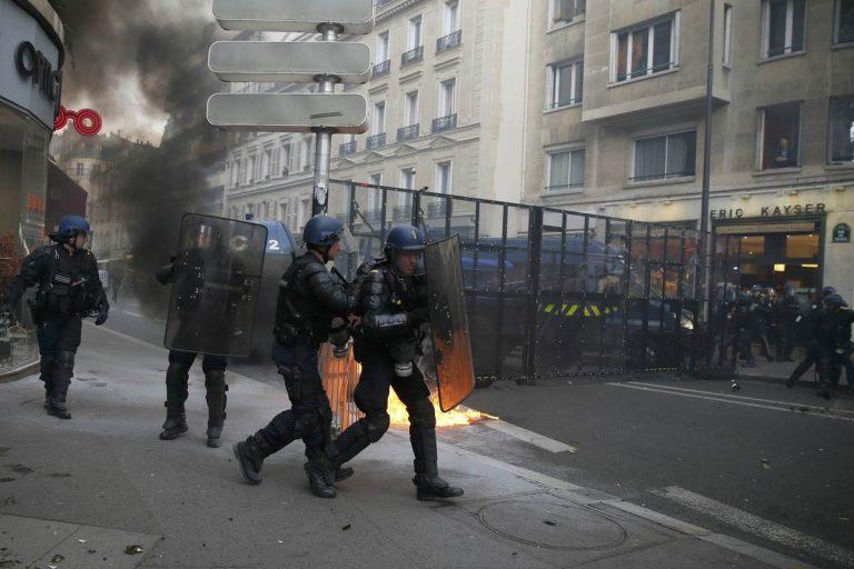 Ο νέος «Μάης» στη Γαλλία τρομάζει τον Ολάντ – Απαγόρευση κυκλοφορίας στο Παρίσι σε πολίτες