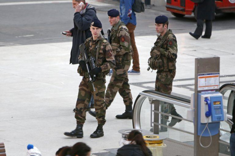 Στρατοκρατούμενη πόλη το Παρίσι (ΦΩΤΟ) | Newsit.gr