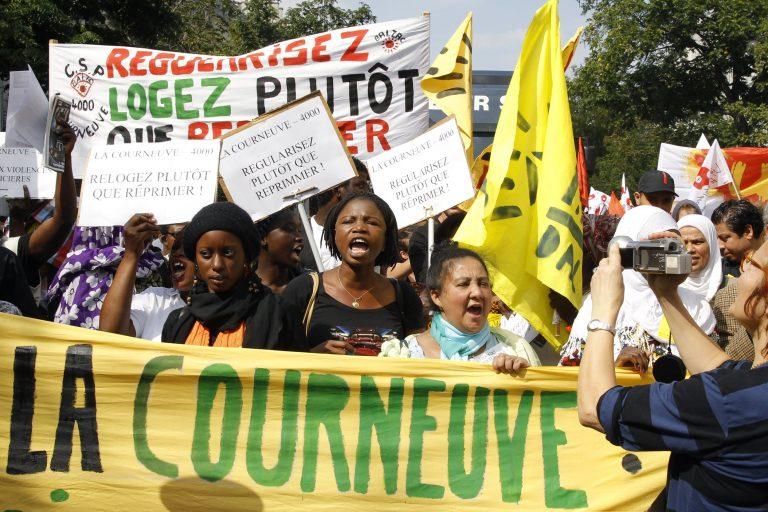 Γαλλία: Χιλιάδες στους δρόμους για τους Ρομά | Newsit.gr