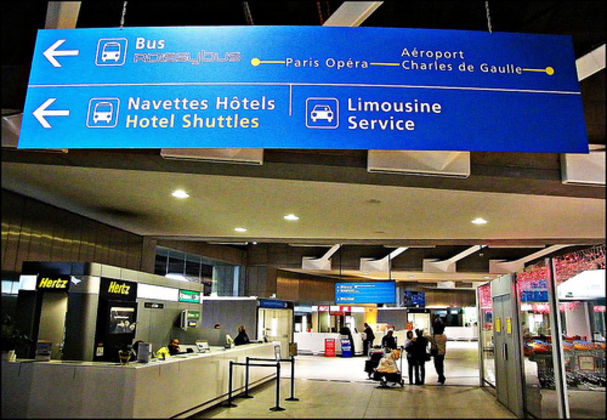 Διαδήλωση ακτιβιστών στο αεροδρόμιο του Παρισιού | Newsit.gr