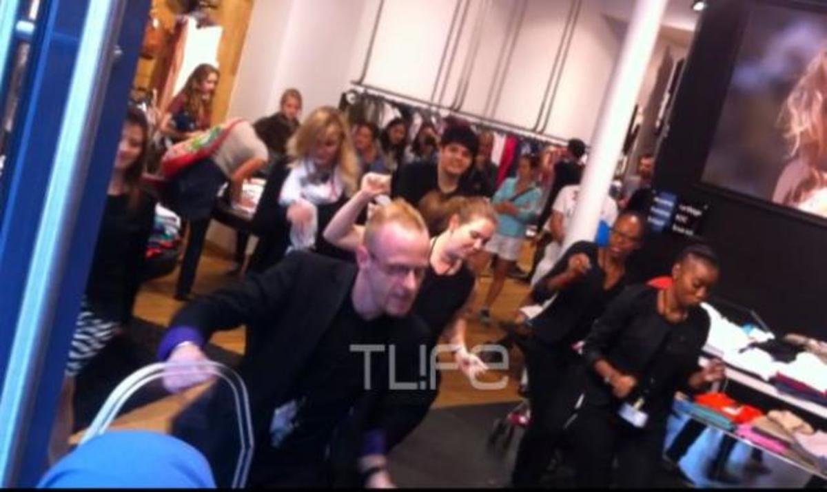 Παρίσι: Κόντρα στην κρίση! Όταν οι πωλητές των καταστημάτων γίνονται χορευτές! Βίντεο   Newsit.gr