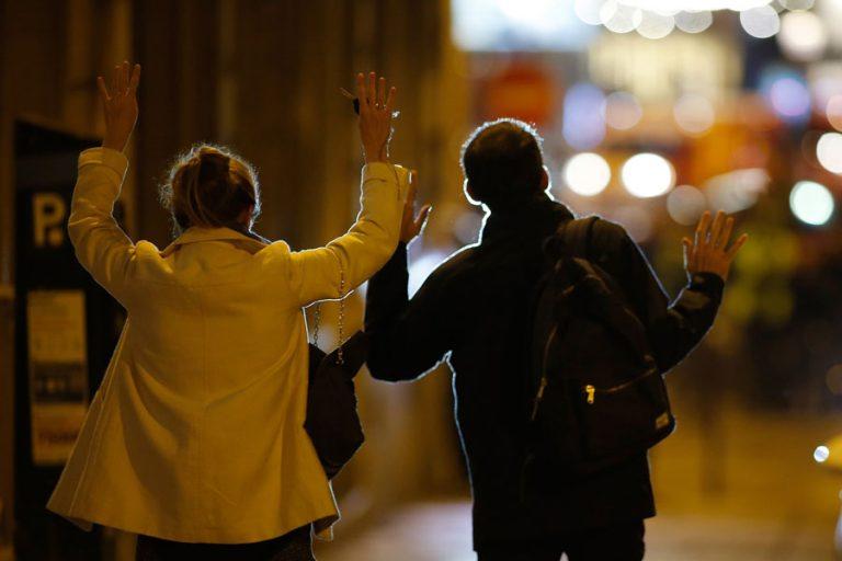 Τρόμος στο Παρίσι! Τζιχαντιστές γάζωσαν αστυνομικούς στη Champs Elysees – Η στιγμή των πυροβολισμών! | Newsit.gr