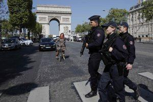 Επίθεση στο Παρίσι: Χειρόγραφο μήνυμα βρέθηκε κοντά στο πτώμα του δράστη