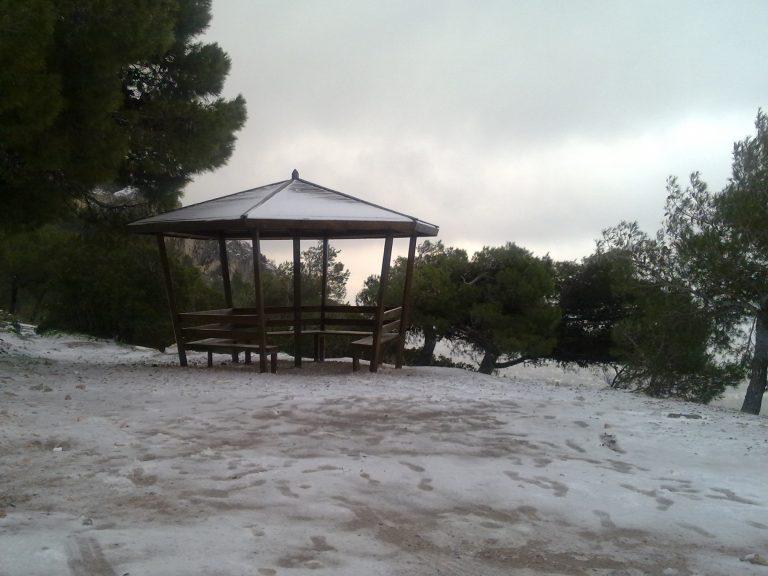 Χιονοπόλεμος στην Πάρνηθα | Newsit.gr