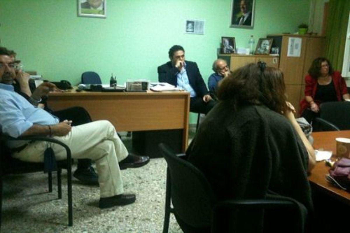 Ηράκλειο: Μια εικόνα χίλιες λέξεις – Κατήφεια σε ΠΑΣΟΚ και ΝΔ | Newsit.gr