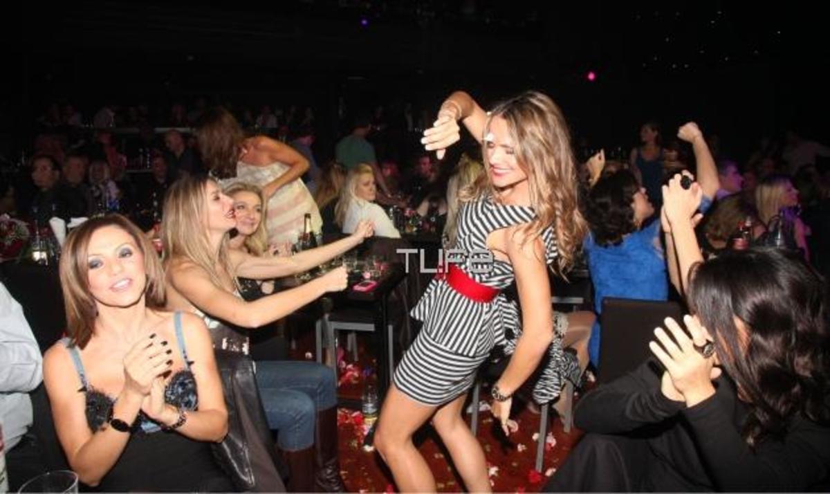 Μια κυρία στα μπουζούκια! Η Σ. Πασχάλη ξεσήκωσε με το χορό της… | Newsit.gr