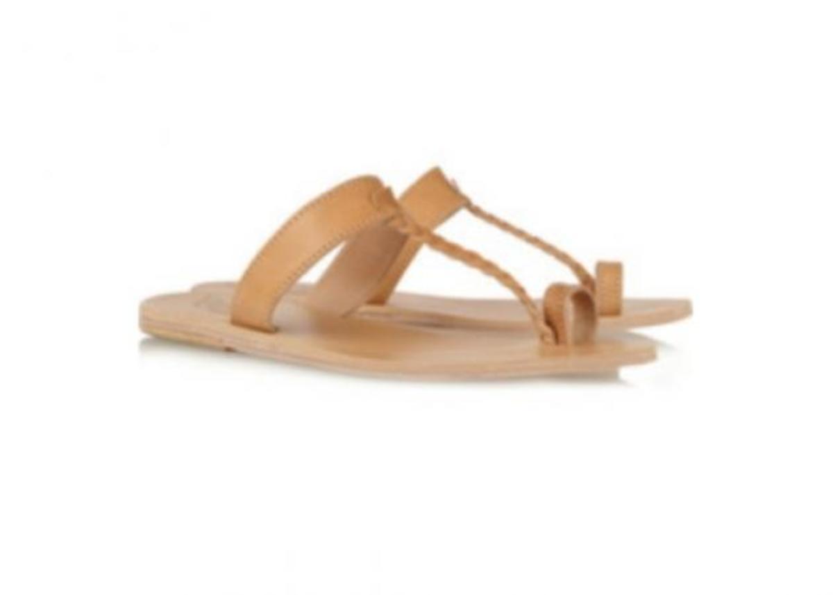 Τι παπούτσια να φορέσω για να πάω στην παραλία; | Newsit.gr