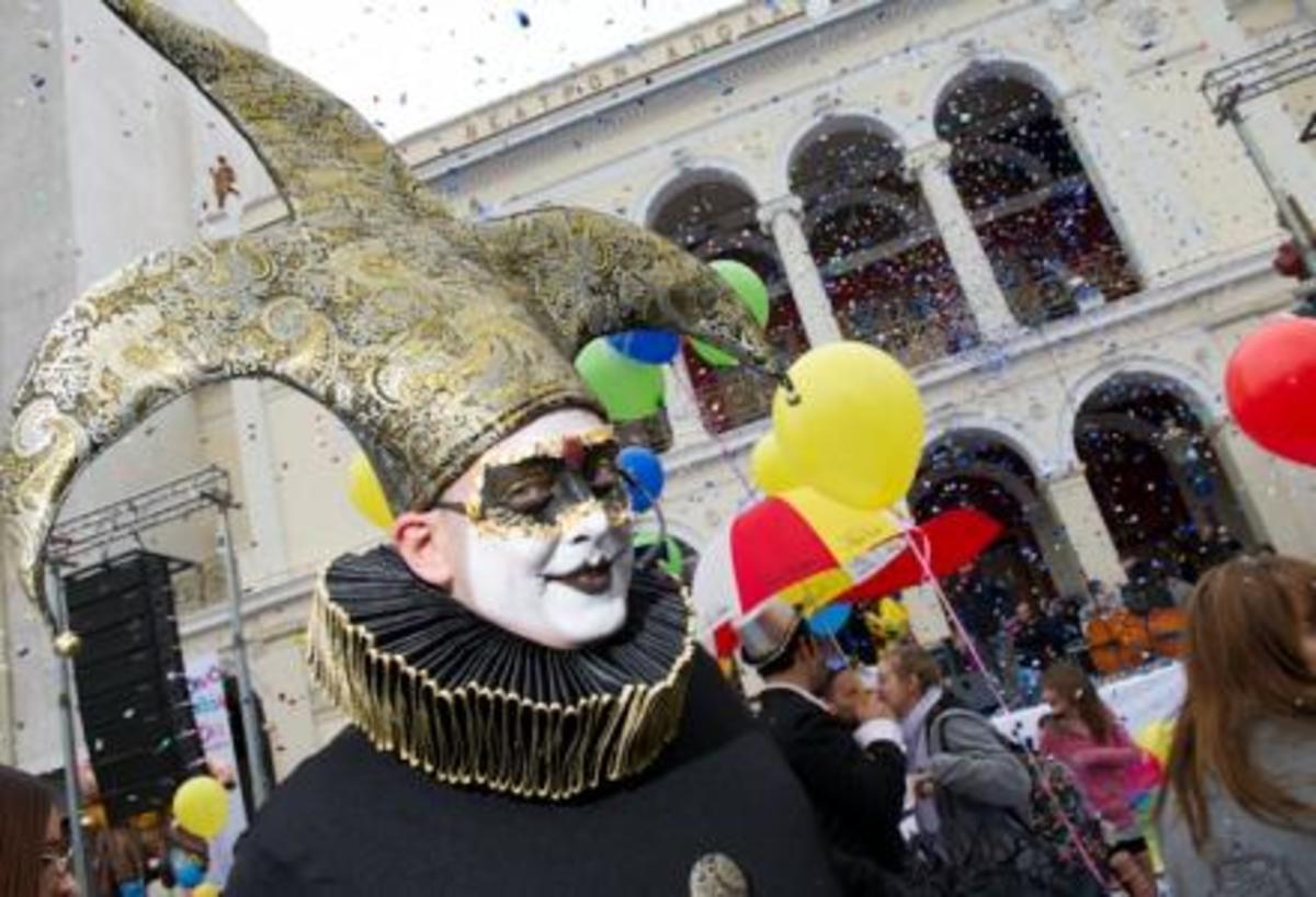 Καρέ-καρέ η έναρξη του Πατρινού Καρναβαλιού   Newsit.gr