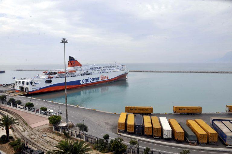 Πάτρα: Λαθρομετανάστες πετροβόλησαν Λιμενικό | Newsit.gr