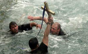 Ο αγιασμός των υδάτων στο πρώτο λιμάνι της χώρας [pics, vids]