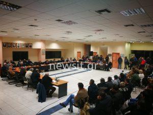 Πέραμα: Σε κατάληψη του σχολείου προσανατολίζονται οι γονείς που δεν θέλουν τα προσφυγόπουλα