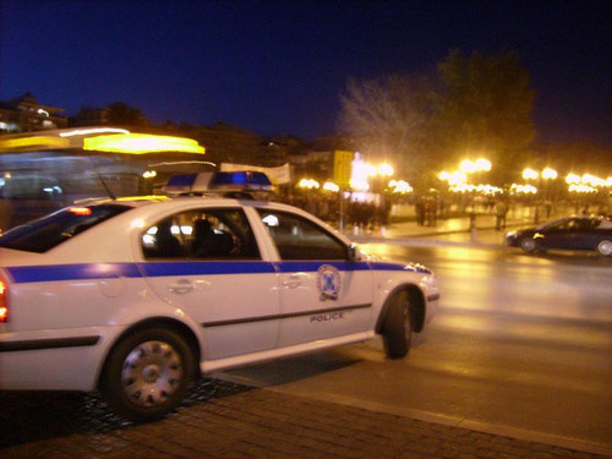 Ηράκλειο: Έσπασαν το περιπολικό για να αποφύγουν τη σύλληψη! | Newsit.gr
