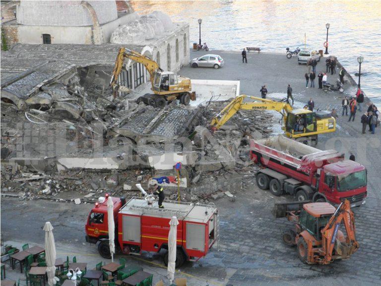 Χανιά: Κατεδαφίζουν το Λιμενικό Περίπτερο. Δείτε video   Newsit.gr
