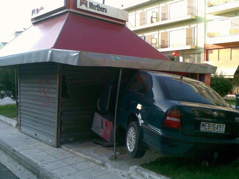Ανδραβίδα: Περίπτερο… ενεπλάκη σε τροχαίο! | Newsit.gr