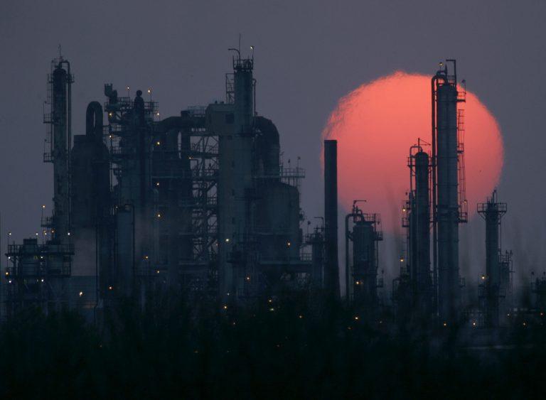 Εκτοξεύτηκε πάνω από τα 124 δολάρια το πετρέλαιο | Newsit.gr