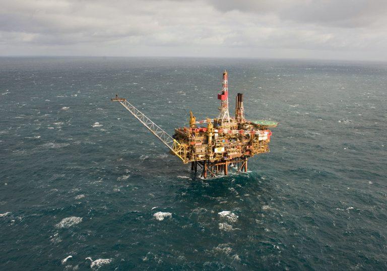 Πέφτουν οι υπογραφές για τα οικόπεδα 10 και 11 – Η Τotal τρυπάει κατευθείαν για πετρέλαιο | Newsit.gr