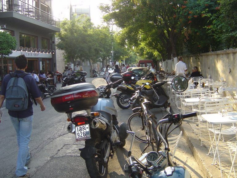 Επιχείρηση «καθαρά πεζοδρόμια» | Newsit.gr