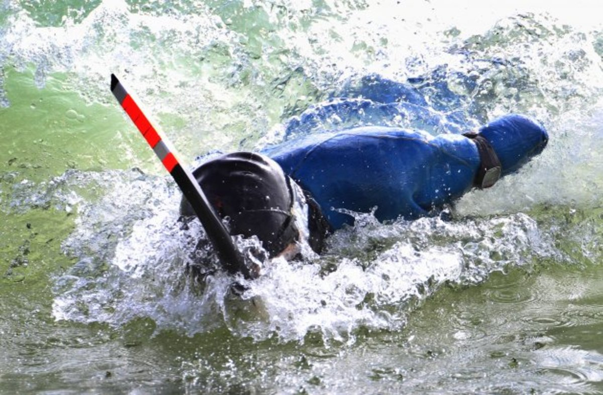 Χωρίς χέρια και πόδια κολύμπησε στα νερά μεταξύ Αλάσκας και Ρωσίας! – ΒΙΝΤΕΟ   Newsit.gr