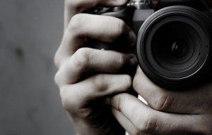 Γνωστός φωτογράφος πορνοστάρ μπλεγμένος σε κύκλωμα ναρκωτικών
