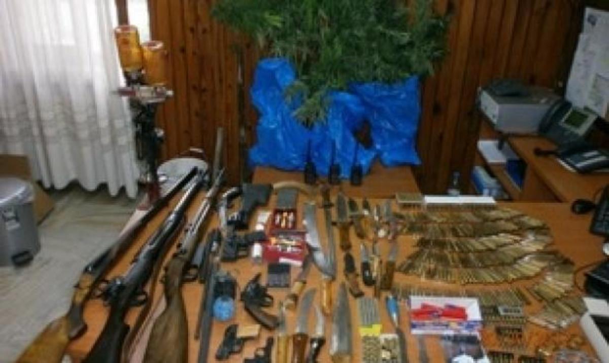 Σπίτι… οπλοστάσιο – Ο ιδιοκτήτης καλλιεργούσε και χασισόδεντρα! | Newsit.gr