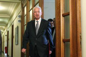Πικραμμένος για Novartis: Προσδοκώ ότι η κρίση της Επιτροπής θα είναι σύμφωνη με το Σύνταγμα – Η επιστολή του