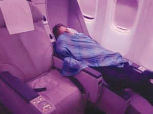 Πιλότος… για σκότωμα! Κοιμήθηκε και άφησε το πηδάλιο στα χέρια μαθητευόμενου! [pics]