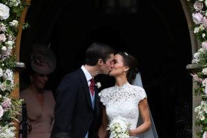 Γάμος Πίπα Μίντλετον: Το πρώτο φιλί! Φρενίτιδα για τον γάμο της χρονιάς!