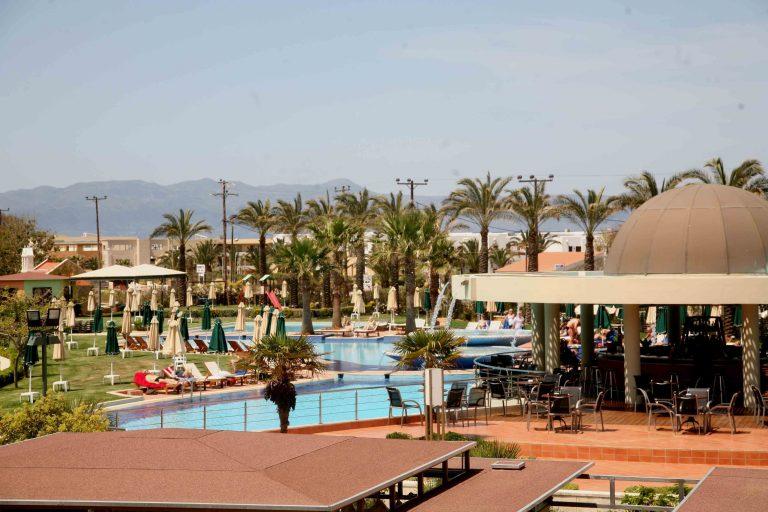 Σε καταστολή το αγοράκι που κινδύνευσε να πνιγεί σε πισίνα ξενοδοχείου στα Χανιά | Newsit.gr