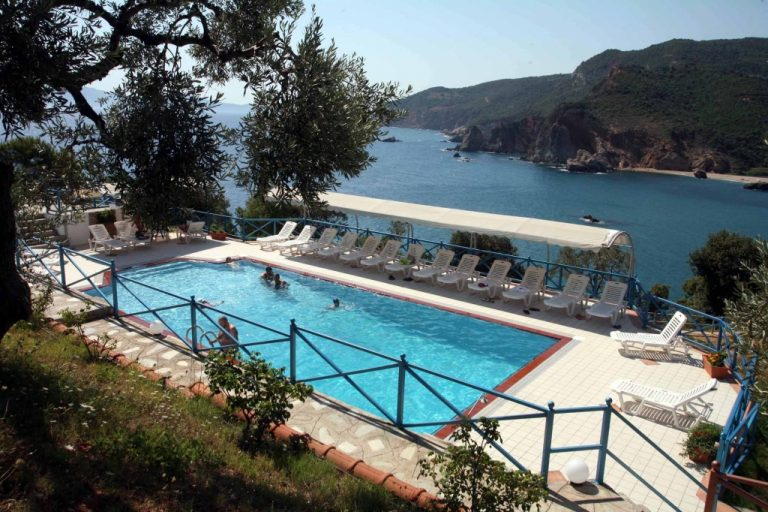 Μπορεί να πέσετε πάνω τους! Ποιοί αστέρες της show biz έχουν σπίτι στην Ελλάδα | Newsit.gr
